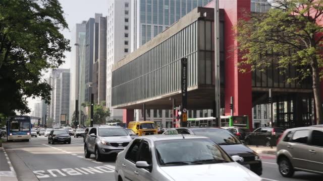 ms cars and buses pass sao paulo museum of art (museu de arte de sao paulo) masp / sao paulo, brazil - são paulo stock videos and b-roll footage