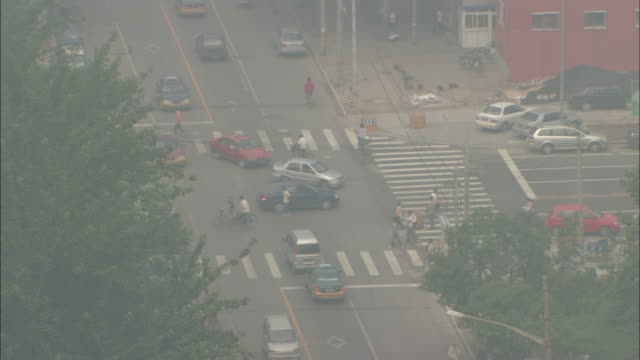 WS HA Cars and pedestrians at intersection through smoggy air, Beijing, Beijing, China