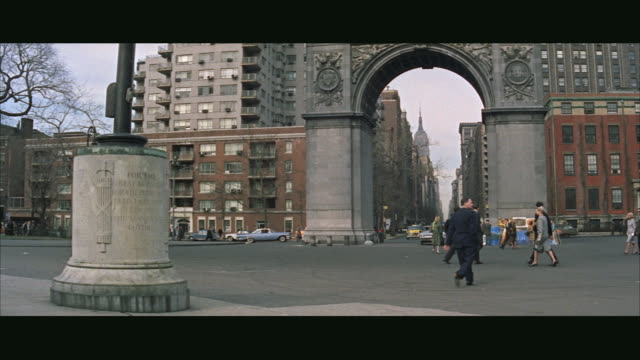 stockvideo's en b-roll-footage met ws cars and taxi in washington square park  / new york city, new york, usa - 1963
