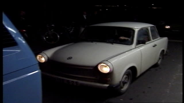 cars being directed at berlin wall crossing - 1980 1989 stock-videos und b-roll-filmmaterial