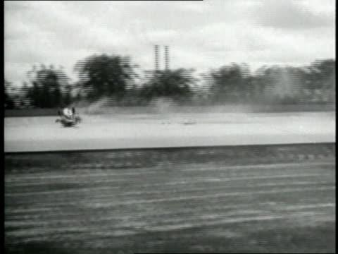cars crash at the 1920 indy 500 - 衝突事故点の映像素材/bロール