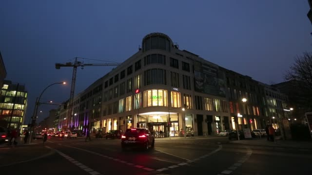 cars drive past the mall of berlin at night in berlin, germany on tuesday, november 25 gvs of the mall, customers browse christmas decorations - ナイトイン点の映像素材/bロール