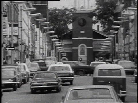vídeos de stock, filmes e b-roll de cars driving down busy street / laconia new hampshire united states - eleição primária