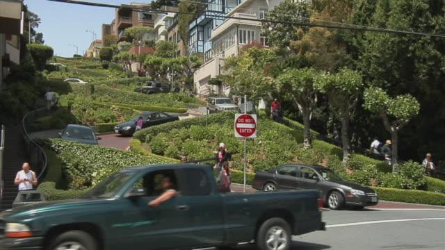 ms cars driving down lombard street, tourists standing on sidewalk, san francisco, california, usa - lombard street san francisco stock videos & royalty-free footage