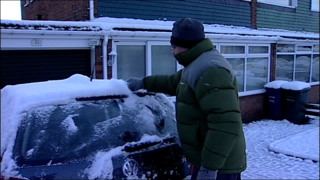 stockvideo's en b-roll-footage met cars driving in snow / good scenes of snowy countryside england tyne and wear sunderland man scraping snow from the windscreen of his car sot int car... - tyne and wear