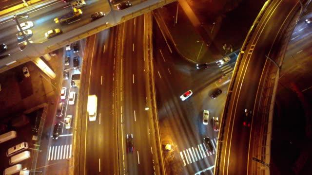 autos fahren auf der autobahn - asphalt stock-videos und b-roll-filmmaterial