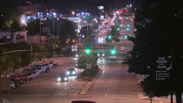 ha cars driving on city street at night / columbia, south carolina, united states - carolina del sud video stock e b–roll