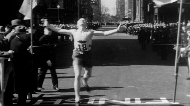 cars filled with photographers drive into shot as several hundred marathon runners race into view / different angles showing the long distance... - 1932 stock videos & royalty-free footage