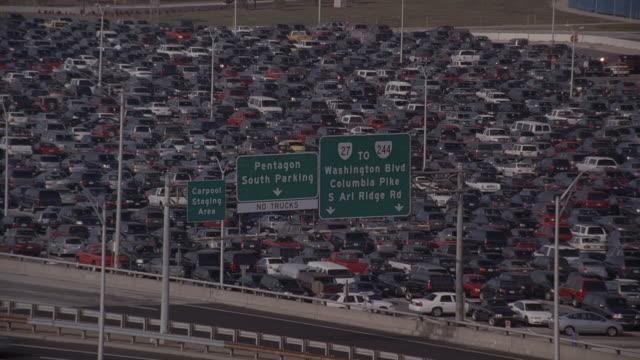 selective focus cars in pentagon parking lot along highway / arlington, virginia, united states - pentagon arlington virginia bildbanksvideor och videomaterial från bakom kulisserna