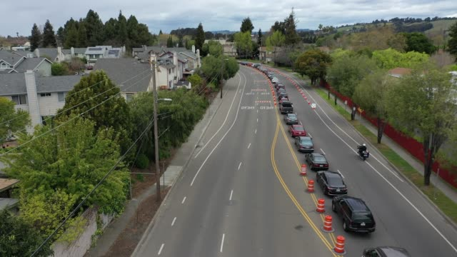 cars line up to get a covid-19 test at a free public testing station on march 24, 2020 in hayward, california. hundreds of people are lining up to... - line stock videos & royalty-free footage