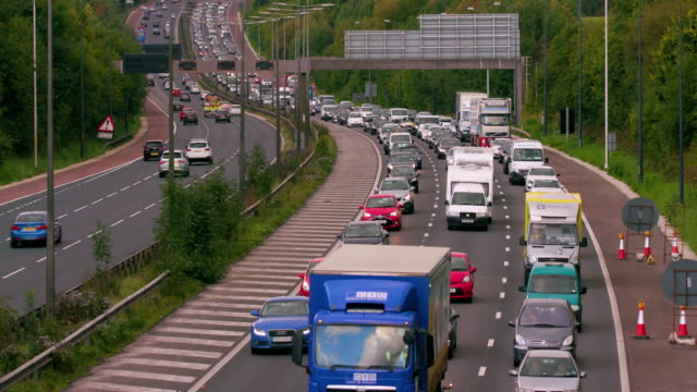 cars  lorries & vans on motorway m60 motorway, manchester, england - schwer stock-videos und b-roll-filmmaterial