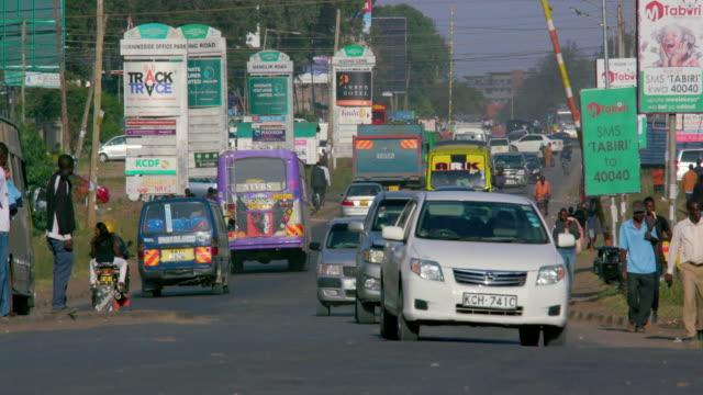 cars  motorcycle & matatus ngong road, nairobi, kenya, africa - ナイロビ点の映像素材/bロール