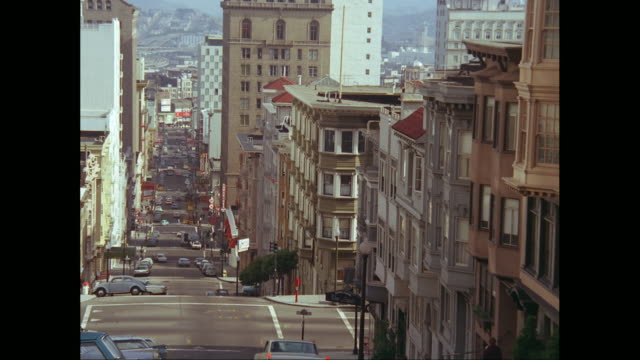 vídeos de stock, filmes e b-roll de ws cars moving down steep hilly street in san francisco, california, united states  / united states - 1960