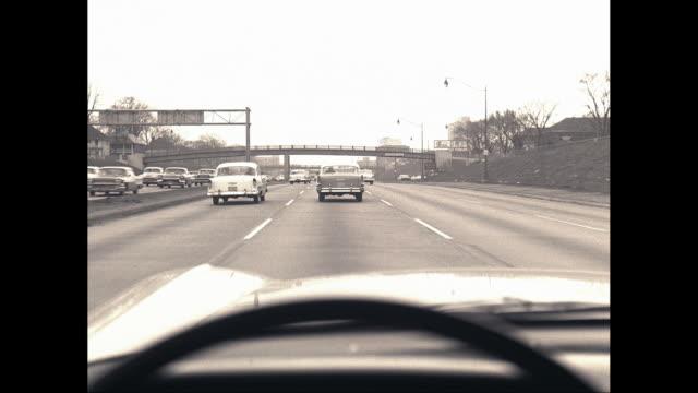 vidéos et rushes de ws pov cars moving on highway / united states - intérieur de véhicule