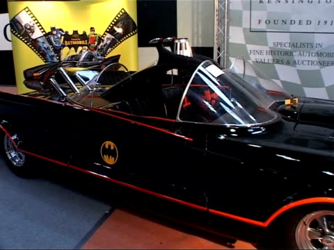 cars on display at auction house; general views of 1950s lincoln futura convertible car used to publicise 1960s 'batman' television series, decorated... - insignier bildbanksvideor och videomaterial från bakom kulisserna