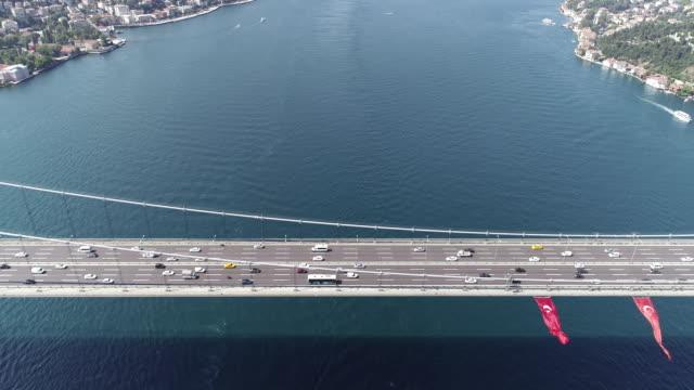 Autos auf Fatih Sultan Mehmet-Brücke