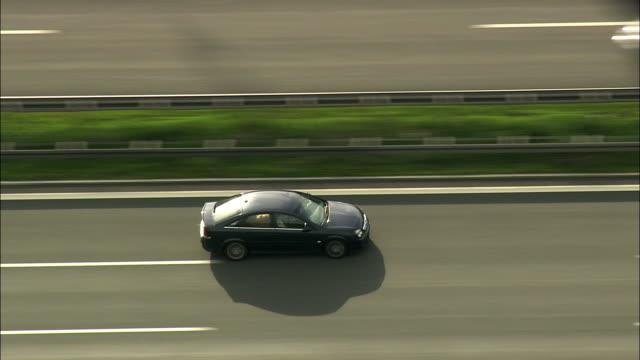 aerial ts cars on highway, bavaria, germany - トラッキングショット点の映像素材/bロール