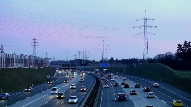ws ha cars on motorway at dusk, cologne, north rhine-westphalia, germany - hochspannungsmast stock-videos und b-roll-filmmaterial