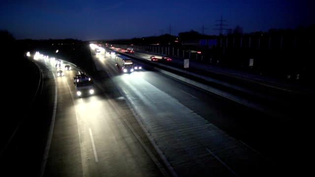 ws ha cars on motorway at night, cologne, north rhine-westphalia, germany - personal land vehicle stock videos & royalty-free footage