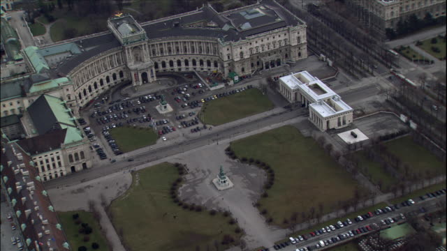 cars park near hofburg imperial palace and heldenplatz and maria theresien squares in vienna, austria. - the hofburg complex stock videos & royalty-free footage