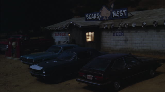 stockvideo's en b-roll-footage met ms cars parked at rural country western bar and barbecue - bar gebouw