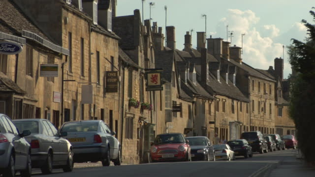 ws cars parked on street near stores in chipping campden / cotswold, england - 2004 stock videos & royalty-free footage