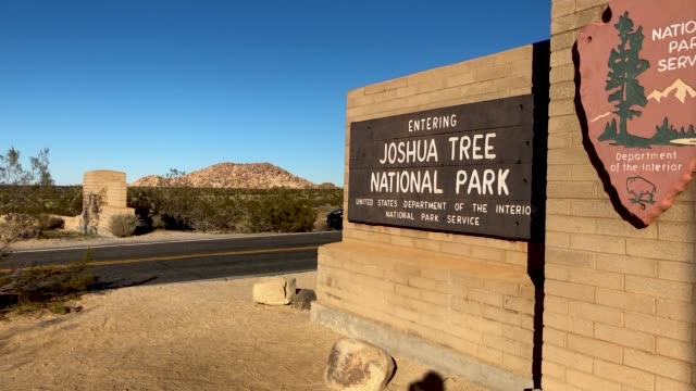 cars pass through joshua tree national park free of charge on january 4 2019 in joshua tree national park california campgrounds and some roads have... - nationalpark joshua tree stock-videos und b-roll-filmmaterial