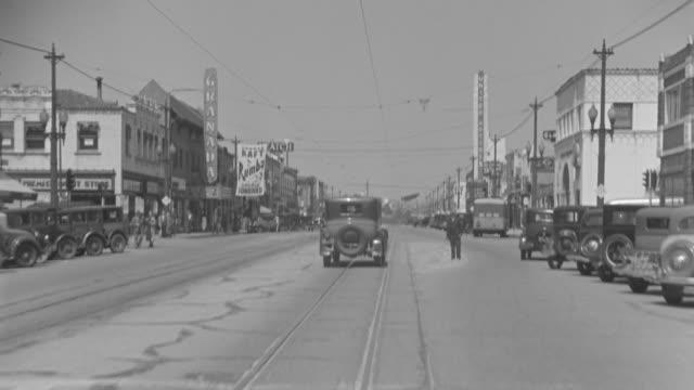 vídeos y material grabado en eventos de stock de ms pov cars passing through street   - vía de tranvía