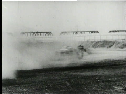 montage cars racing and crashing during the vanderbilt cup / long island new york united states - anno 1906 video stock e b–roll