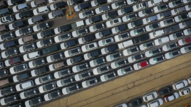 stockvideo's en b-roll-footage met cars ready for export at southampton port, uk filmed by drone - southampton engeland