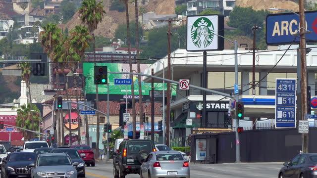 cars traffic on sunset strip on sunset boulevard at rush hour in los angeles, california, 4k - rush hour 2 bildbanksvideor och videomaterial från bakom kulisserna