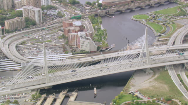 aerial cars traveling across busy, steel leonard p. zakim bunker hill bridge spanning the charles river basin / boston, massachusetts, united states - ザキム・バンカーヒル橋点の映像素材/bロール