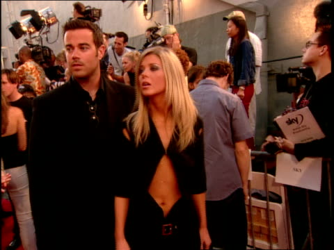 Carson Daly and Tara Reid arriving on the red carpet of the 2000 MTV Movie Awards