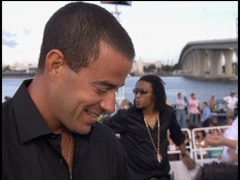 Carson Daly arrives to the 2005 MTV Video Music Awards preshow No audio