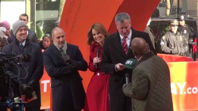 Carson Daly Matt Laur Savannah Guthrie Mayor Bill de Blasio Al Roker in the Plaza on the outside set of the Today show in Rockefeller Center in...