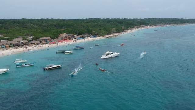 stockvideo's en b-roll-footage met playa blanca de cartagena - colombia land