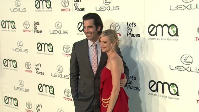 carter oosterhouse amy smart at 25th annual environmental media awards in los angeles ca - environmental media awards stock videos & royalty-free footage