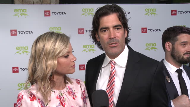 interview carter oosterhouse amy smart on the event at the environmental media association 2nd annual honors benefit gala in los angeles ca - amy carter stock videos & royalty-free footage