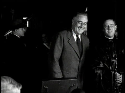 vídeos y material grabado en eventos de stock de cartoon illustrates conservative liberal split / roosevelt addresses crowd / roosevelt votes with public - franklin roosevelt