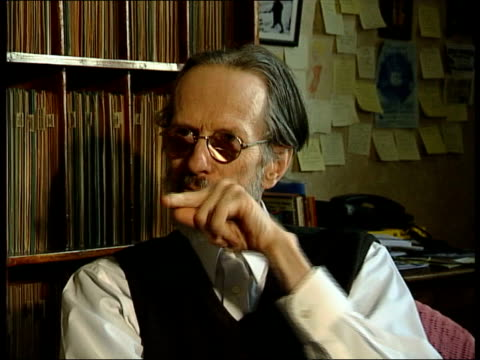 stockvideo's en b-roll-footage met cartoonist robert crumb publishes his autobiography france int robert crumb interview sot there's a punk aspect of my cartooning thing/ it can be... - cartoonist