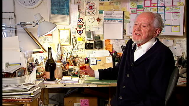 stockvideo's en b-roll-footage met cartoonist ronald searle dies aged 91 232010 provence int ronald searle interview sot excuse me i'm going to indulge [drinks champagne] - cartoonist