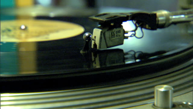 mcu cartridge of turntable w/ unidentifiable record spinning record player phonograph music deejay dj spinner - giradischi video stock e b–roll