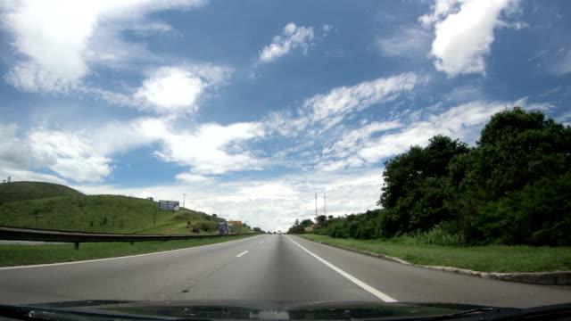 vídeos de stock, filmes e b-roll de carvalho pinto highway, são paulo state, brazil - estrada principal estrada
