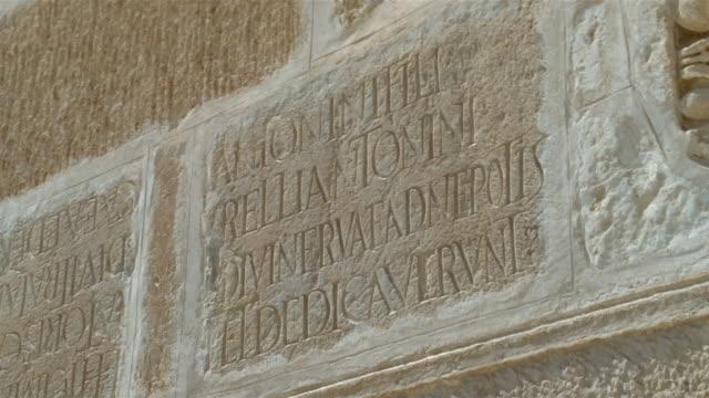cu, carved latin text in great mosque's wall, kairouan, tunisia - lateinische schrift stock-videos und b-roll-filmmaterial