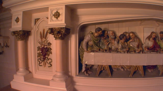 carving of the last supper, wide angle lens - 使徒点の映像素材/bロール