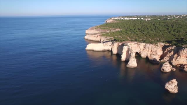 carvoeiro's coastline - algarve - portugal - algarve stock-videos und b-roll-filmmaterial