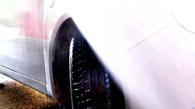 vídeos de stock e filmes b-roll de carwash with high pressure cleaner - porta sabonete líquido