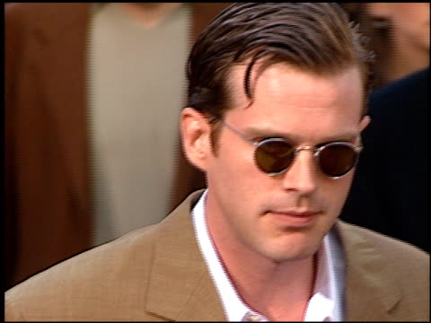 stockvideo's en b-roll-footage met cary elwes at the 'cable guy' premiere at grauman's chinese theatre in hollywood, california on june 10, 1996. - mann theaters