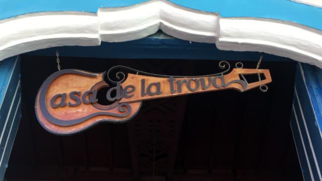 'casa de la trova', sign at entrance of the colonial building, trinidad, sancti spiritus, cuba - entrance sign stock videos & royalty-free footage