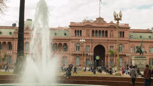 ls casa rosada executive mansion and office of the president of argentina shot on the 29th of june 2014 - casa rosada stock-videos und b-roll-filmmaterial